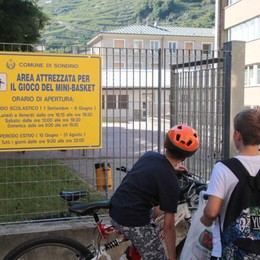 Campetto di via Bosatta a Sondrio: una sfida a basket per battere i vandali
