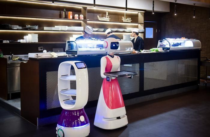 Cavallasca ristorante giapponese sushi all you can eat con camerieri robot Komachi