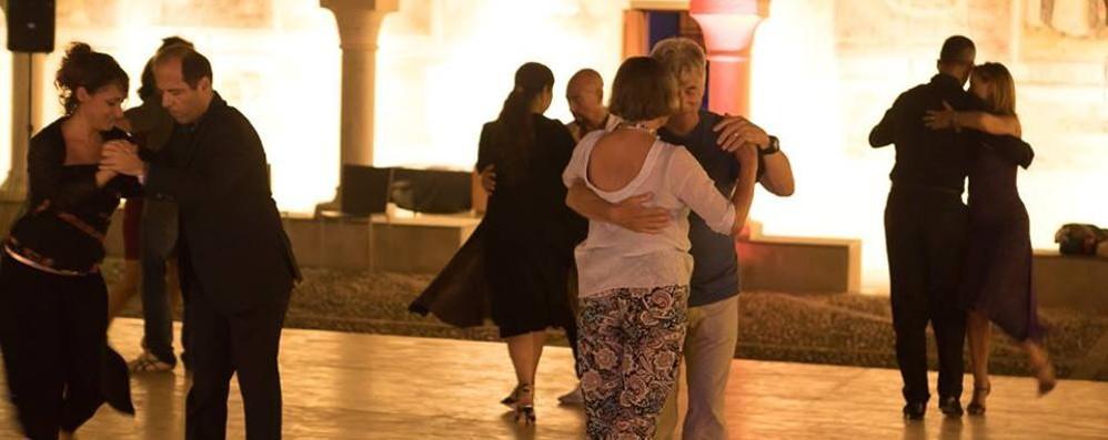 Tango a Morbegno. L'invito è a ballare