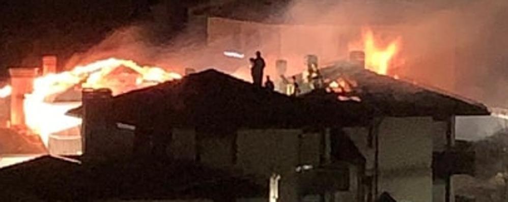 Incendio alle case Aler di via Foscolo  Alcune famiglie potranno rientrare