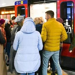Capotreno aggredita   sulla Como-Milano  E nessuno interviene
