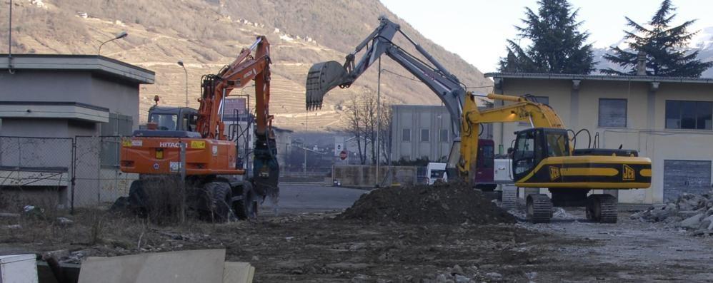 Foro boario, demolizioni in corso a Tirano  Al suo posto palestra e aree verdi
