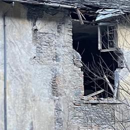 «Abitare dietro il Posta è insostenibile. Cadono pezzi di tetto»