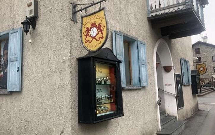 Livigno, furto in gioielleria in  centro  Rubati orologi per centomila euro
