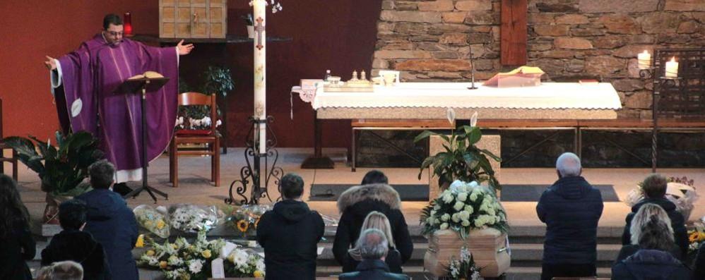 L'addio a Simone  Commozione e preghiera