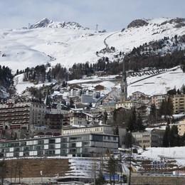 Svizzera, stop di un mese   a bar e ristoranti - Sci a rischio