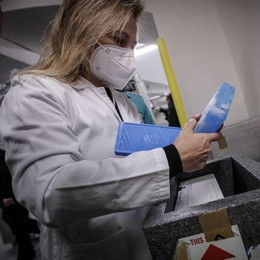 Medico vaccinato  risulta positivo  «Aveva già il virus»