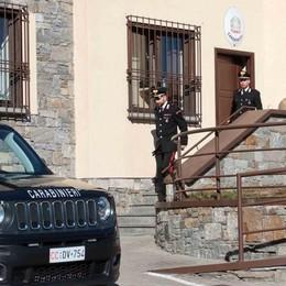 Minacciò armato i carabinieri  Il frontaliere è ai domiciliari