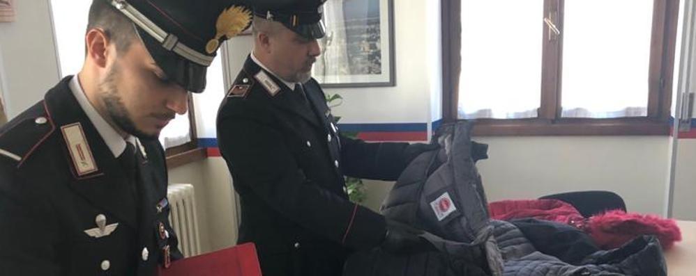 Smerciava droga e abiti contraffatti  Ambulante arrestato e scarcerato