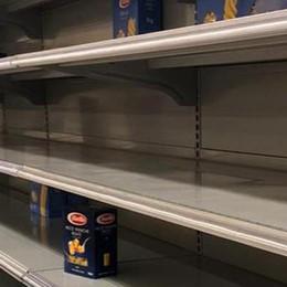 Scatta la psicosi isolamento  Supermercati presi d'assalto