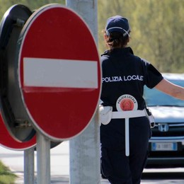 Controlli in strade e negozi  Sono 203 le persone multate