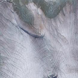 Microalghe in quota,   il ghiacciaio diventa rosso