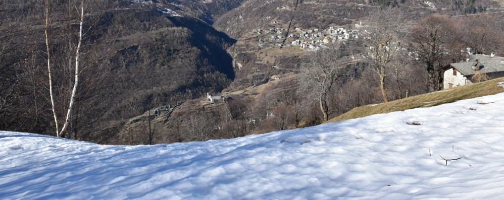 Gita proibita in auto al Mortirolo  Intrappolati nella neve e multati