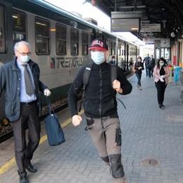 Treni, l'avvio è lento  Carrozze semivuote  «E mettete i guanti»
