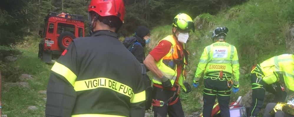 Rischiano di annegare  Morbegno, sette ragazzi  salvati dai vigili del fuoco