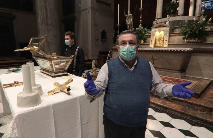 Sondrio vandalismi in Collegiata Don Ferruccio Citterio per primo entrando in chiesa ha trovato i danneggiament