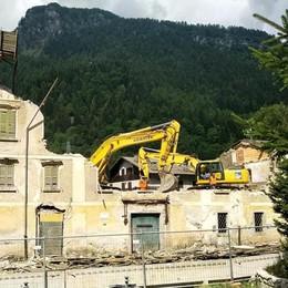 Giù l'ex hotel Posta  Addio a un pezzo di storia