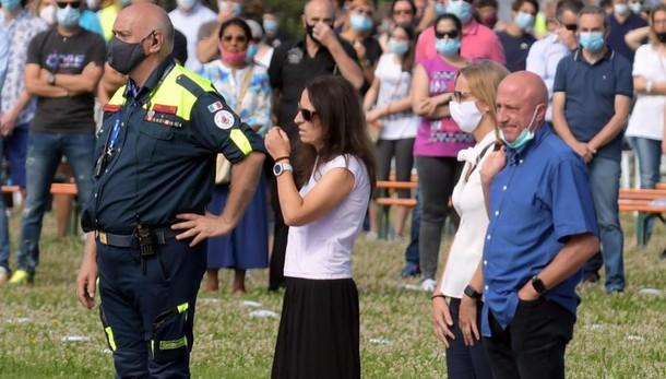 L'addio a Elena e Diego sulle note di Vasco Rossi