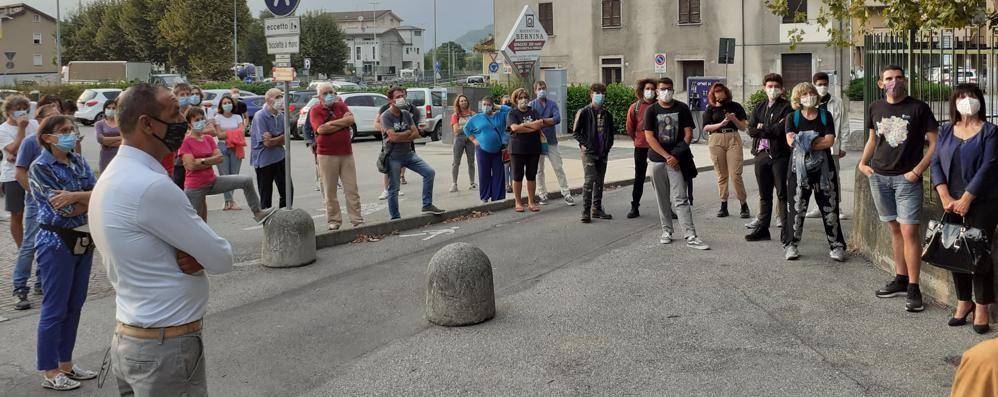 In 60 al flash mob:  «Soufian non sei solo»