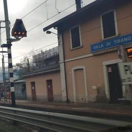 Treno lascia gli studenti a terra  «Si è dimenticato di fermarsi»