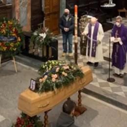I giovani al funerale di Davide  «Grazie per il tuo esempio»