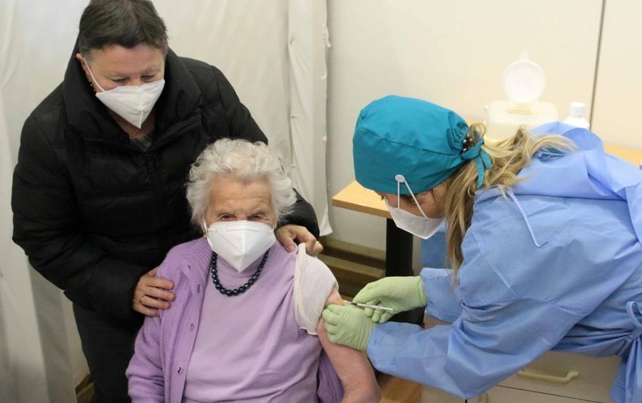 Vaccinazioni agli over 80  Sondrio prima in Lombardia