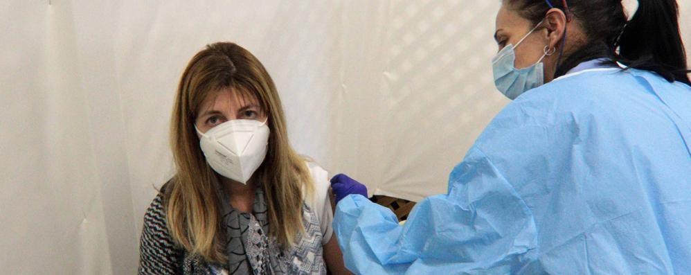Vaccino ai docenti  «Che sollievo  siamo contenti»