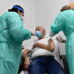 """Vaccino, campagna """"massiva""""   Per tutti si parte il 12 aprile"""