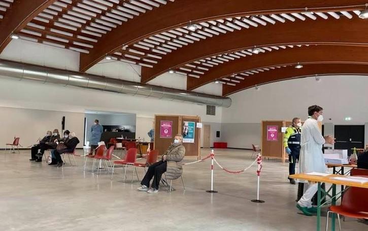 """""""Salvato"""" Villa di Tirano  Il centro vaccinale resta"""