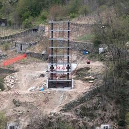 Ponte sospeso sul Mallero  Montato il primo pilone