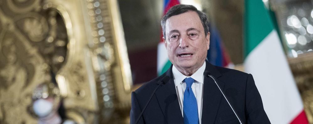 Draghi: «Dal 26 aprile  scuole in presenza  e ristorazione all'aperto»