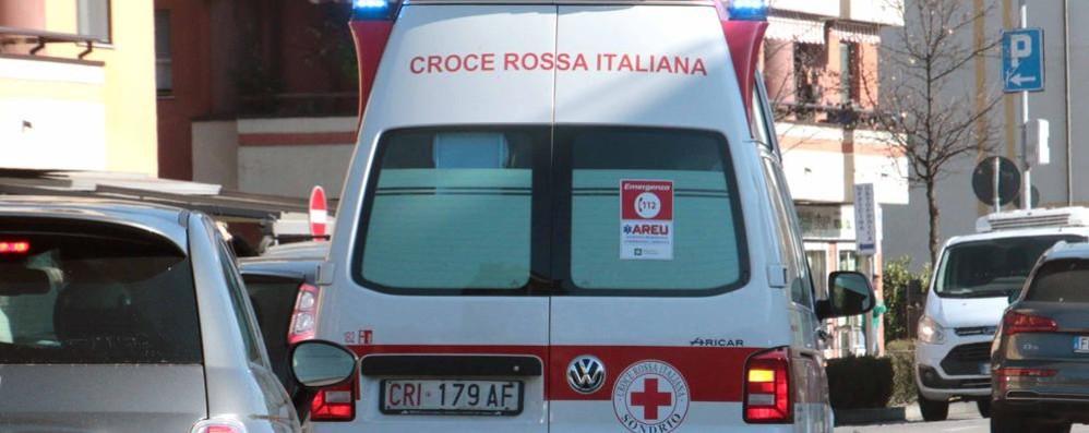 Bimba di 2 anni cade dal balcone  Trasportata in elicottero a Bergamo