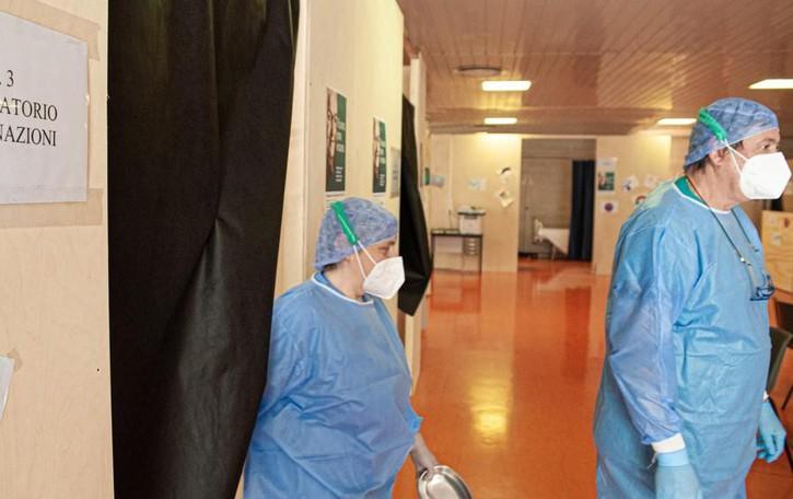 Vaccinazioni anti Covid  Ultimi over 80 oggi e domani  Poi via ai 70enni