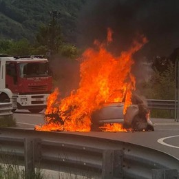 Talamona, auto in fiamme  Illesi i passeggeri
