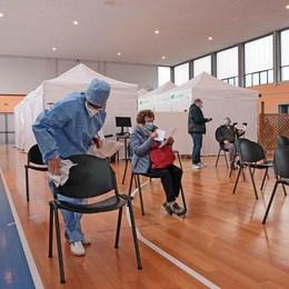 Vaccini, avanti tutta  Tocca ai sessantenni  «Dose a metà maggio»