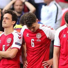 Calcio: malore per Eriksen  durante Danimarca-Finlandia  Poi la rassicurazione: «È sveglio»