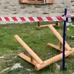 La baita per i figli morti  I vandali arrivano, bevono  e lasciano tutto distrutto