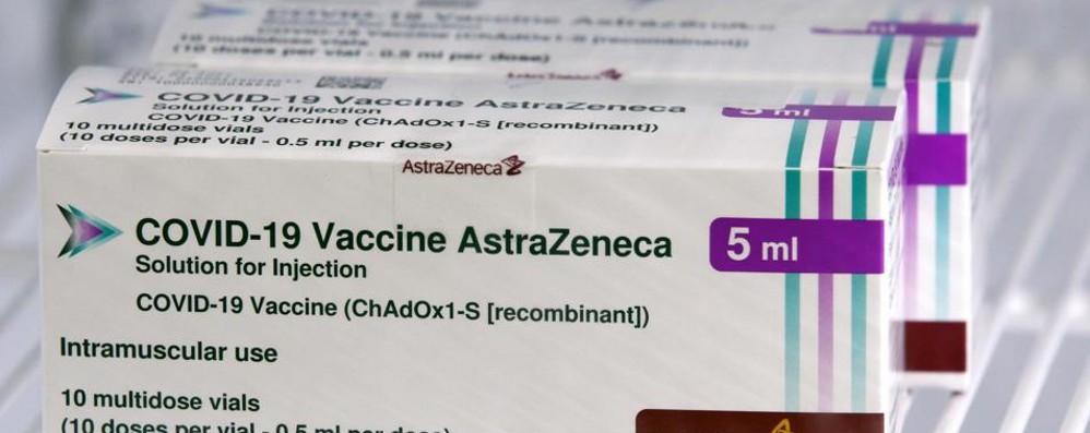 Mix di vaccini per gli under  60  Sì dall'agenzia del farmaco