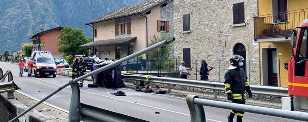Samolaco, pauroso incidente  Si ribalta con l'auto  È in prognosi riservata