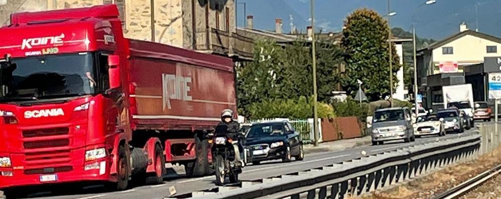 Bambino caduto  e catena di incidenti  Traffico in tilt