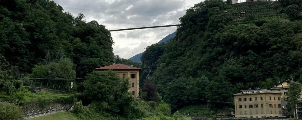 Non si trovano i materiali  Il ponte sospeso  slitta a settembre