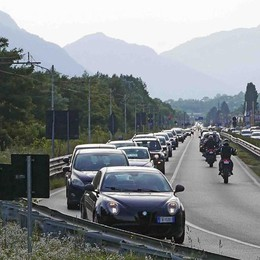 Green pass, paura di controlli  Così per andare a Livigno  tanti evitano la Svizzera