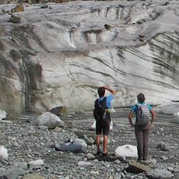 Selfie pericolosi   sul ghiacciaio morente